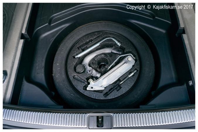 Audi_A4_B7_2.0TS_spare_tire