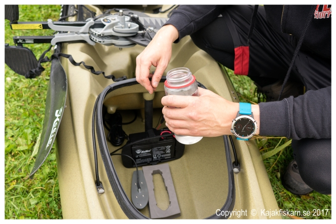 Garmin_Kayak_In-hull_Transducer_Mount_02