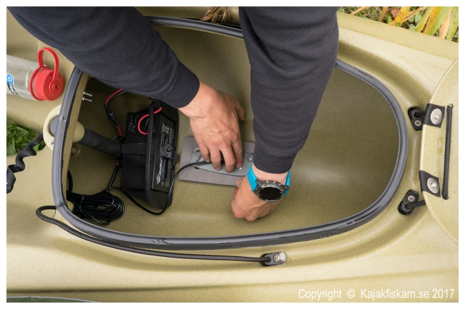 Garmin_Kayak_In-hull_Transducer_Mount_03